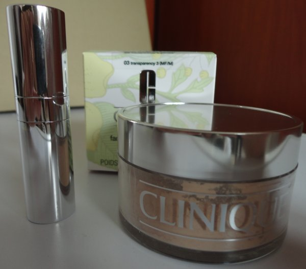 Clinique Blended Face Powder And Brush Lekki puder sypki + pędzel 03 Transparency 35g